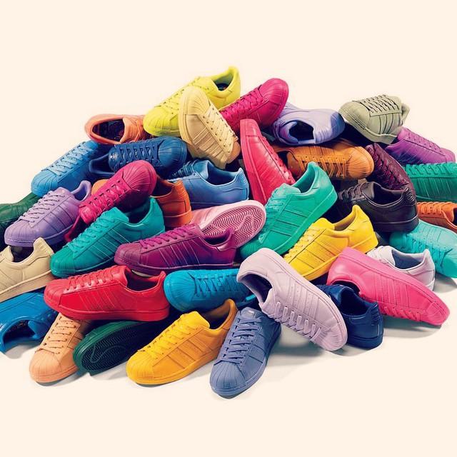 きっといっぱい売れるだろうな町中がカラフルになったら可愛いね#adidas #shoes #sneakers