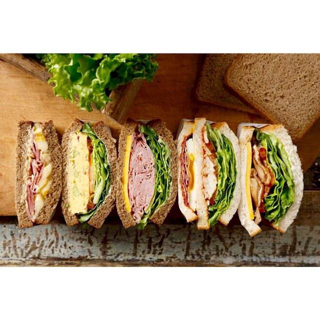 starbucksのサンドイッチが新しくなるみたいで楽しみー♡♡♡こんなサンドイッチを作ってお花見したーい#starbucks #サンドイッチ