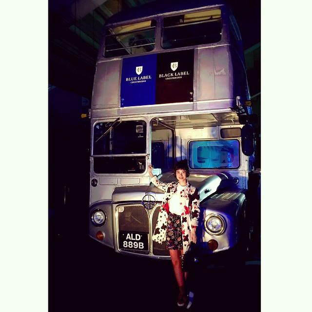 かわいいバス♡♡♡#ellegirl #curator #バーバリーブルーレーベル#ブルーレーベル#バーバリー#bluelabel #burberrybluelabel #トレンチ#チェック #miharayasuhiro  #ブルーレーベルクレストブリッジ#クレストブリッジ