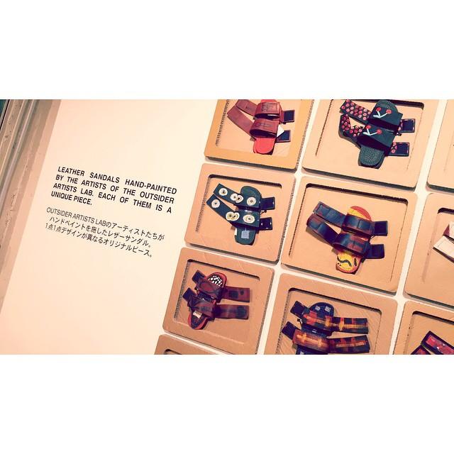 チャリティー活動の一環として、東京で開催されるMARNI BLOSSOM MARKETによる利益全額をVIMALA ASSOCIATIONに寄付される素敵な企画これは,一点一点違うデザインのサンダル!可愛い!!!#marni #marniblossommarket #fashion #サンダル