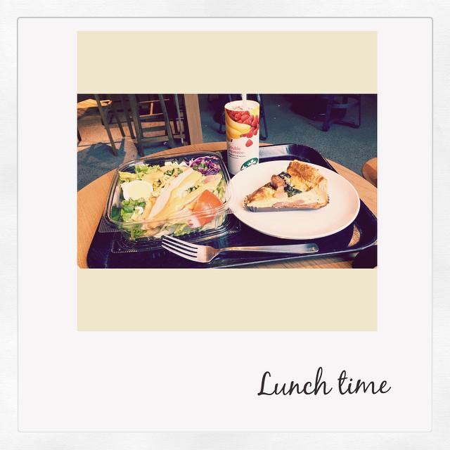 オーディション終わって#starbucks #lunch #salad #キッシュ