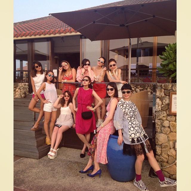 沖縄到着ーーー@ellejapan @ellegirl_jp #ellegirl #fashion #RayBan #sungrasses