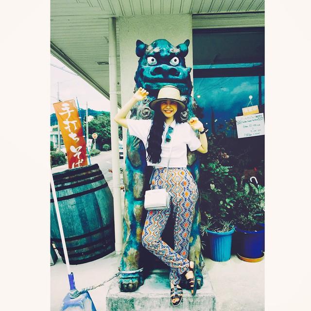 WEAR更新したよハイ,シーサ〜♡♡♡ #wear #fashion #IZUMIsfashion #沖縄 #石垣島 #シーサー #ZARA #rayban #oc #hat #ellegirl_clubmed