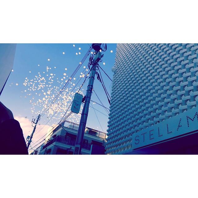 おはよう♡今日も1日がんばろうね!昨日の風船が舞い上がった瞬間素敵すぎた #STELLAMCCARTNEY #StellaAoyama #sky #gm