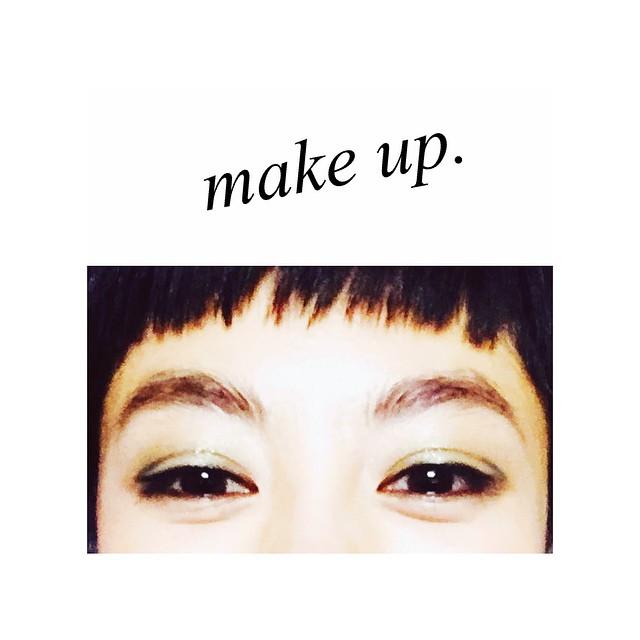 昨日のメイクグリーンのシャドウにラインは目尻を二重ラインに沿って描いていただいたよ!自分でもやってみよ〜う️️@dior #dior #diortokyo #diorellejp #makeup #make #eyemake