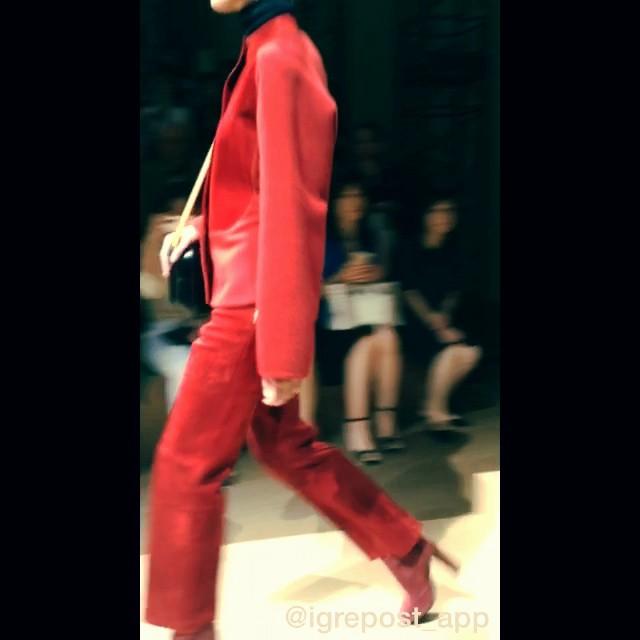 上品な素材や洋服のシルエット、ヒールのラインまで、正にエルメスの高級感溢れるショーでした#hermesfemme#エルメスレディスコレクション#fashion #show #fw