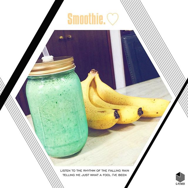 スムージーが美味しい季節になりました️(ビンが元々Blueだから、あまり美味しそうじゃないw) #breakfast #smoothie #banana