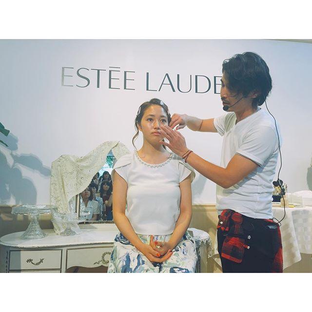 メイクアップアーティストの田畑裕大氏によるメイクアップショーもあったよ!!テーマは,「アフター6の接近戦♡」今っぽい艶の色気のある素敵なメイクが完成していたよ♡#makeup #beauty #自信美肌はじめました #エスティローダー #esteelauder_dw_mode