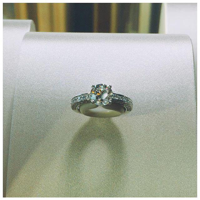こんな美しいリングにびっくり。#ring #Wedding #bulgaribridal #BVLGARI #party #new
