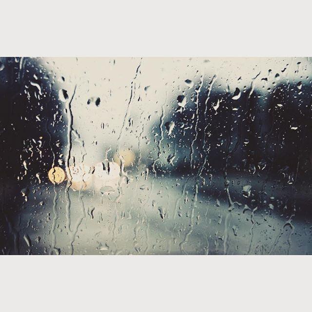 突然の大雨。この雨音の強弱に引き込まれてしまう。雨も表現しているのね、きっと。