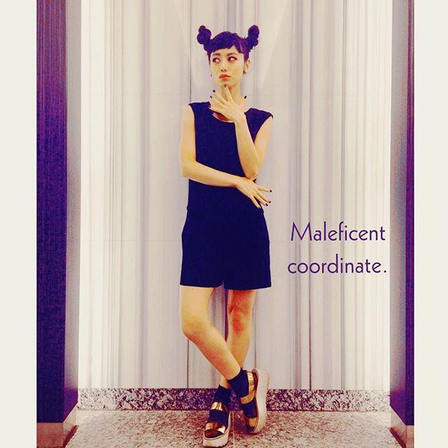 @ellegirl_jp onlineに載っている、マレフィセントの全身バージョン♡ #ellegirl #online #zara #wear #coordinate #disney #halloween #マレフィセント