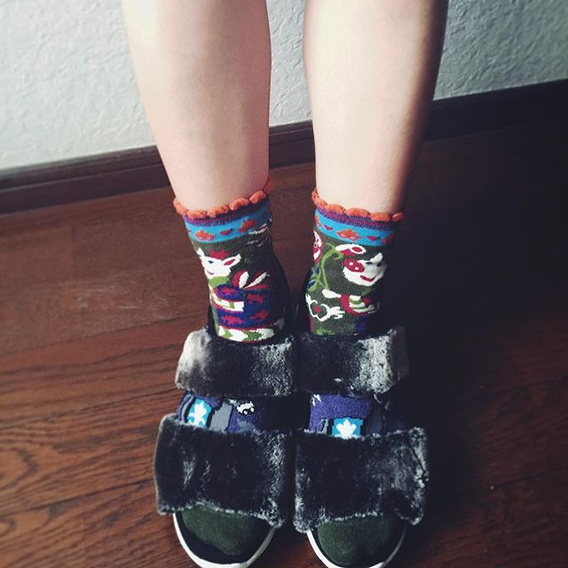 やっと履いてみた〜( ´ ▽ ` )ノ。#cry#new #shoes#fashion #fw #fur