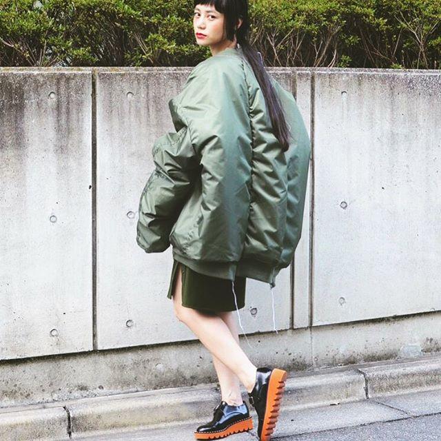 今秋冬、大注目のアウター!BIGサイズすぎてびっくり️️ #Blouson : #VETEMENTS#Skirt : #FADTHREE#Shoes : #StellaMccartney#fashion #coordinate #fw@additionadelaide @tada.dairei
