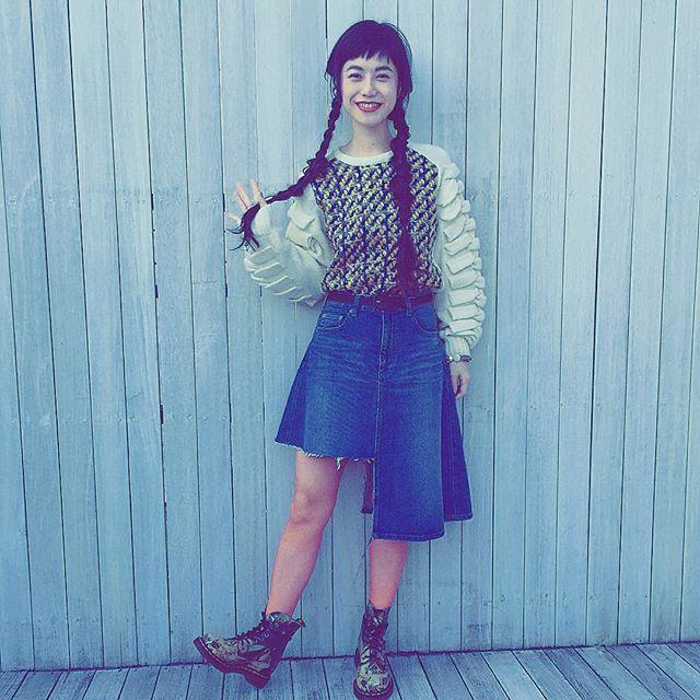 私服だよ---😎 #IZUMIsfashion #knit#fashion#ootd#outfit #rowlysfarm #denim#denimskirt#drmartens #WEAR#midwest#hair#三つ編み