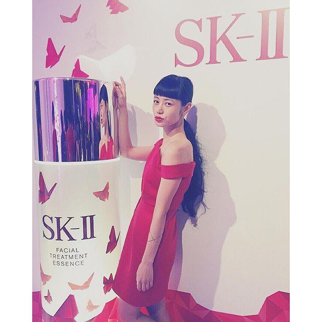 blogを更新したよ♡早坂さん@kazukovalentine から教えていただいた美容に関する情報は、悩みを持ってるみんなに知ってほしい!私も悩みだったから毎日実践してます http://ellegirl.jp/blogs/izumi/2015/10/sk-ii-pre-xmas-night-out/#skII#ellelovesskii #ellelovesbeauty #elleloves #beauty#makeup#red#dress#elle#ellegirl#IZUMI