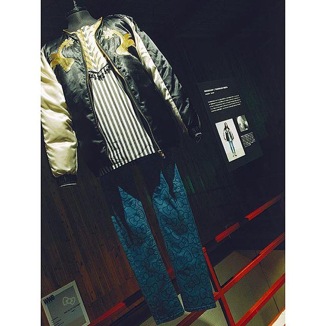 私のイチオシはこのリボン柄デニム!DRESSCAMPとのコラボアイテムこのリボンの柄もいやらしくないし、これをさらりと着こなせる男性は本当にオシャレだと思う!!街で履いてる人が見れたらいいなぁ。 #WWD#HELLOKITTYMEN #KTMWWD #denim#mens#fashion#zozotown