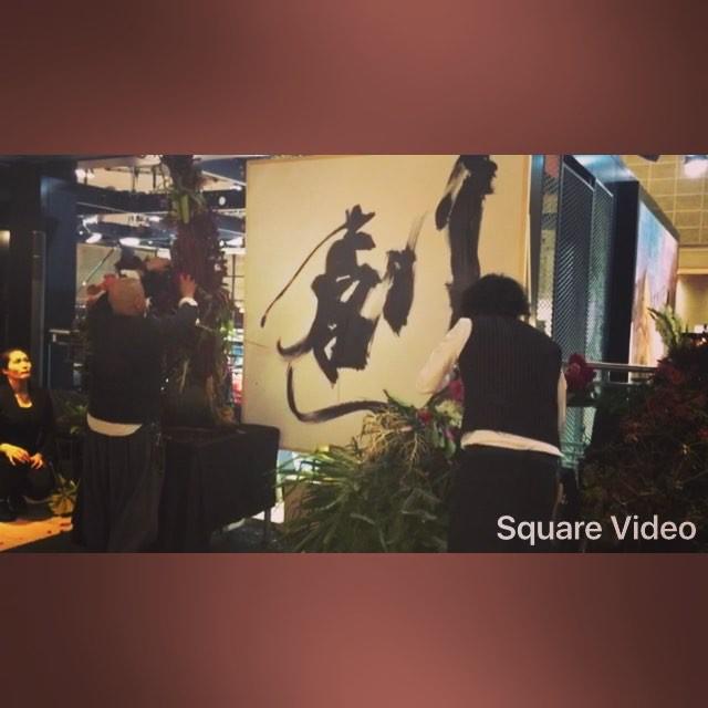 MINIのブースで行われていた、4人の華道家やフラワーデザイナーが5分間でやる花生けバトル️️️1回戦,2回戦とも私が投票した方々が決勝にセンスの塊。感動した〜〜〜 #TOKYOMOTORSHOW #MINI#flower