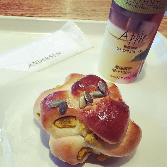 大好きなカボチャのパンが出てたおはようございます( ´ ▽ ` )ノ#goodmorning#bread#パンプキン