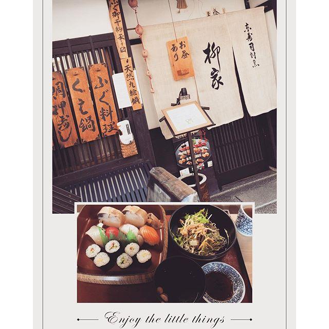 行きたかったお店は人気すぎてランチ終わっちゃってて食べられなかったんだけど、ランチやってるお寿司屋さんを発見して入ったら、、千円でいいんですか?ってくらいランチでもネタが新鮮でとっっっても美味しかったー! #kyoto#japan#お寿司#柳屋#ランチ