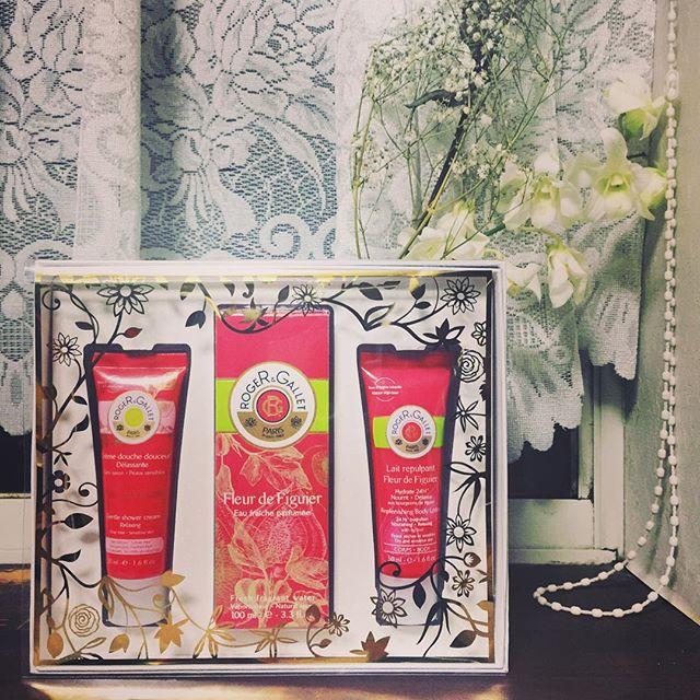 glamのクリスマスコフレ特集に参加させてもらいましたhttp://www.glam.jp/gtunn_coffret_1511/?pc-switch=1コフレはお得だから、必ずチェックします😎これは私が大好きな香りのPerfume & Body Cream.のコフレ♡#ロジェガレ#クリスマスコフレ#glam#xmas#beauty#bodycream#perfume