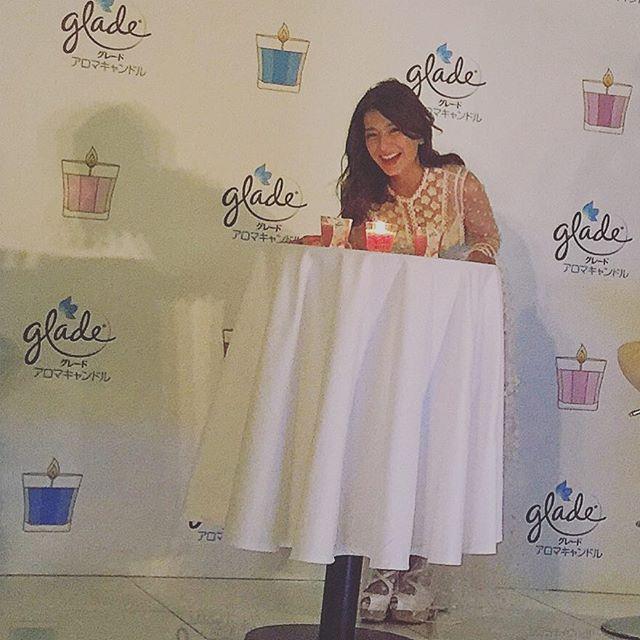 トークショーのゲストはスザンヌさん♡WEARでフォローして下さってるスザンヌさん。ステージから目が合った時に気付いて下さって、キラッキラの優しい笑顔に、本当に心が温かくなりました。素敵なスザンヌさんにも、キャンドルにも癒されるイベントでした...#candle #gladecandle #glade_spur_glam #スザンヌ#トークショー