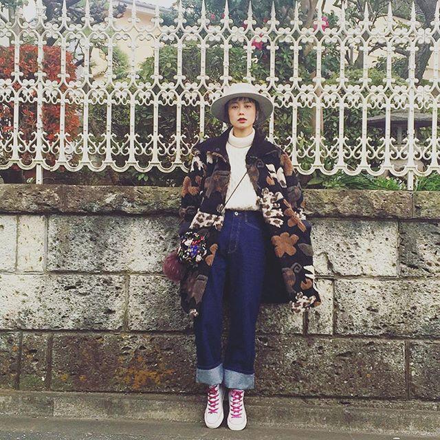 毎年毎年着ている大好きなALBEROBELLOのアウターに,ZOZOusedで誰かが大切に履いていたコンバースを見つけたので愛用♡物を大切にね!♡...#IZUMIsfashion #fashion#ootd#outfit #alberobello #murua#converse #fur#outer#denim#snap#wear