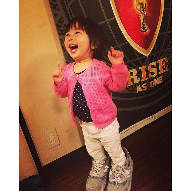 パパの靴を履いちゃう山下璃子ちゃん♡♡♡ハイセンスだよ〜(≧∇≦)たくさん遊んだねーあー天使