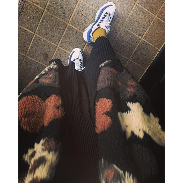 今日の足元!リハを終えて、やっぱりあの現場の空気が好きだわ〜!明日は年内ラストのCM撮影!年末までラストスパート!2015年は今しかない!みんなも楽しもうー!!おやすみ...#IZUMIsfashion #fashion#ootd#outfit#zara#nike