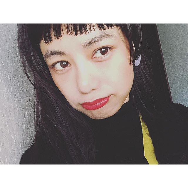 これも友人に誕生日の時もらった@yslb_jp のLipみんないつもありがとう .今日も素敵な一日を〜( ´ ▽ ` )ノ♡...#IZUMIsfashion #makeup#lip#hair#ysl#fashion