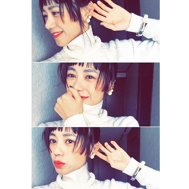 コットンパールのアクセが可愛いpetite robe noire。♡イヤリングなんだけど、両方を片耳に付けてイヤーカフみたいに付けるのも可愛いなぁ.♡♡♡...#petiterobenoire#accesary #earring#fashion#lip#hair#gu#izumi