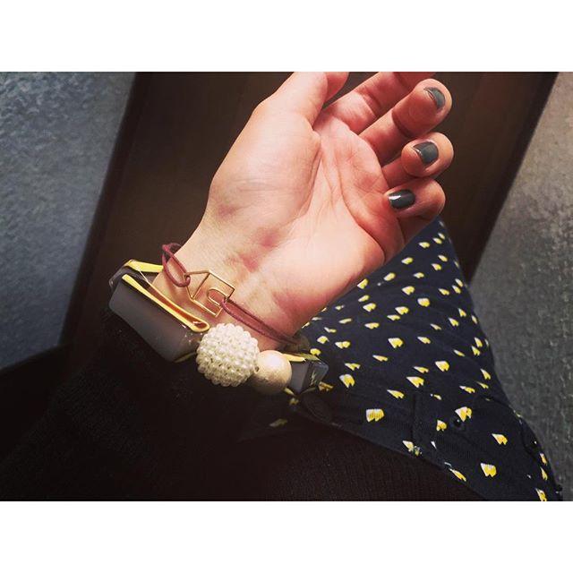 @marni のデザイナーである、コンスエロ・カスティリオーニ氏の義娘であるシンシア氏がミラノ発のジュエリーブランド【ALllTA】をSTARTさせたよ日本の女性はオシャレ、付けてもらいたいという願いから、早くも日本から展開していくみたいこのブレスは一万円代と、MARNIよりもかなりお手頃なのも嬉しい!家をモチーフにしてるのは、デザイナー自身が大切にしている家や文通などの封筒を形にしたんだって!素敵...#MARNI#ALllTA#accessories #fashion#japan#milano