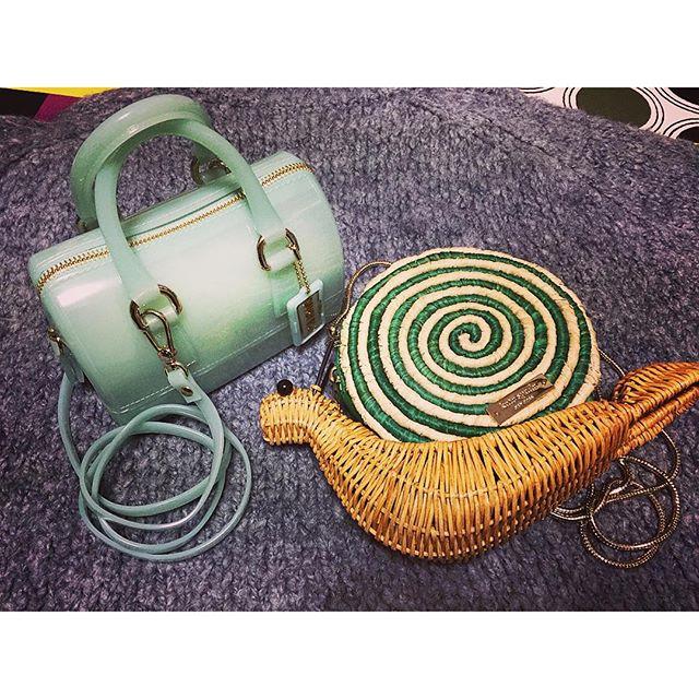 今年のアウトレットでGETしたアイテム可愛すぎるうえに、アウトレット価格から更にoffでとってもとってもお買い得で即買いだったミニバッグたち!コーディネートが楽しみになる!やっぱりアウトレットだなぁ😎...#御殿場アウトレット#ミニバッグ#FURLA#katespade#bag#fashion