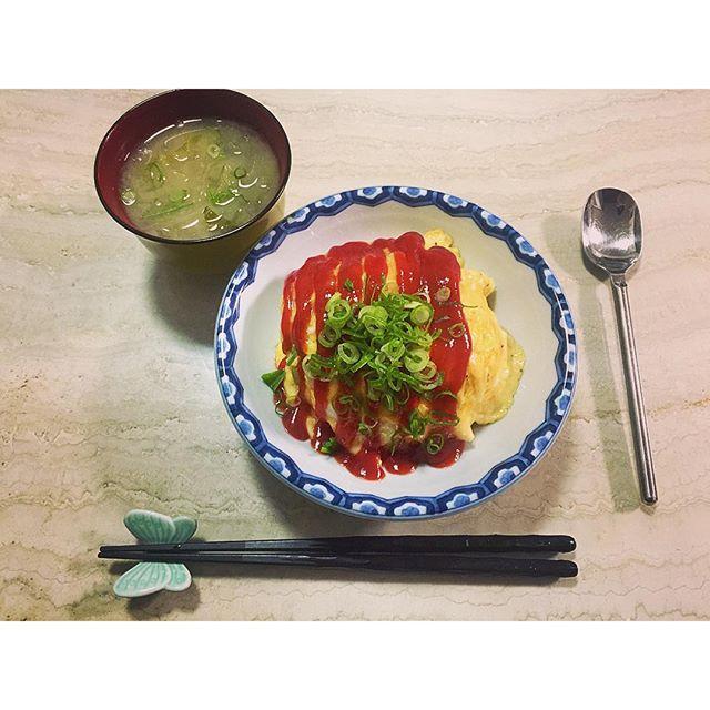 白菜と玉ねぎのお味噌汁.オムライス.♡...#home#cooking#簡単料理#オムライス