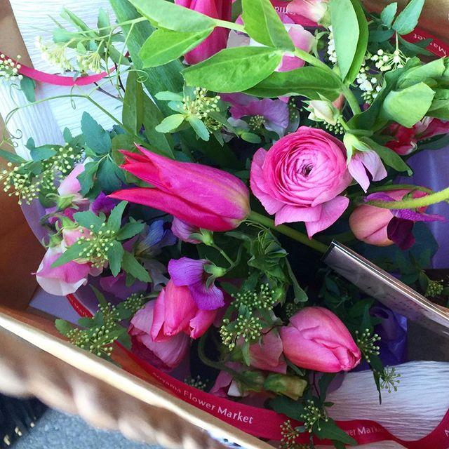 お花屋さんに行ったら、もう春のお花が綺麗に♡...#flower#spring #チューリップ