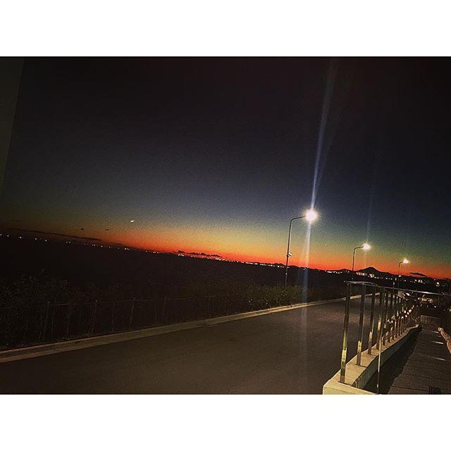 撮影帰りに外に出たら、虹のように綺麗だった...#夕日#虹