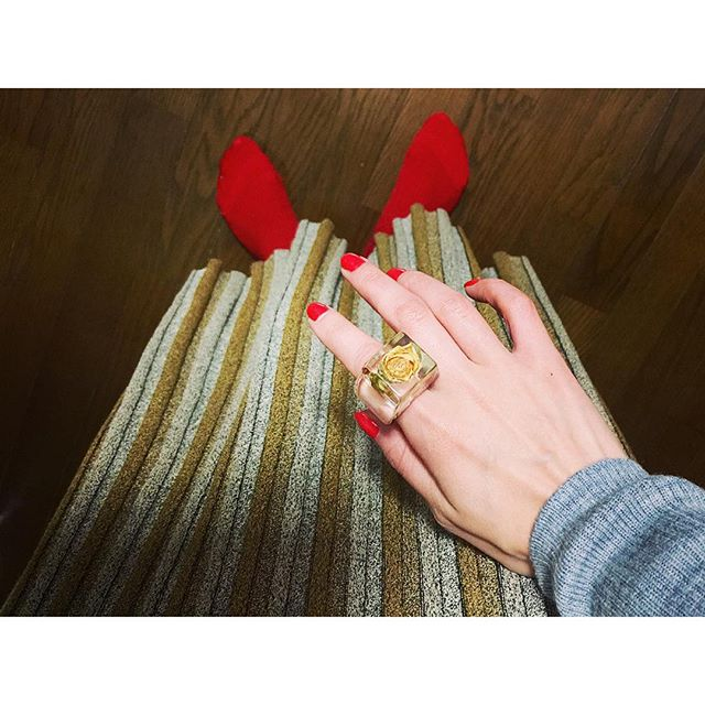 Yellow × Red.♡...#IZUMIsfashion #outfit#ootd#skirt#ring#rose#nail#red