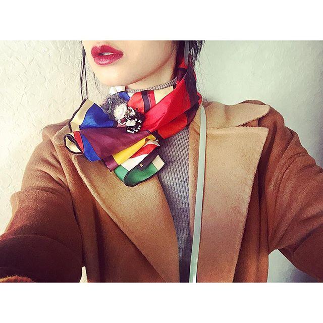スカーフをalberobelloのブローチで留めてみた。...#IZUMIsfashion #ootd#outfit#zara#uniqlo#lip#scarf