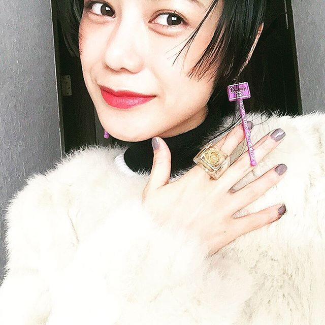 @theatre_products のマドラー型イヤリング.♡...#IZUMIsfashion#ootd#outfit #accessories #earring #nail#lip