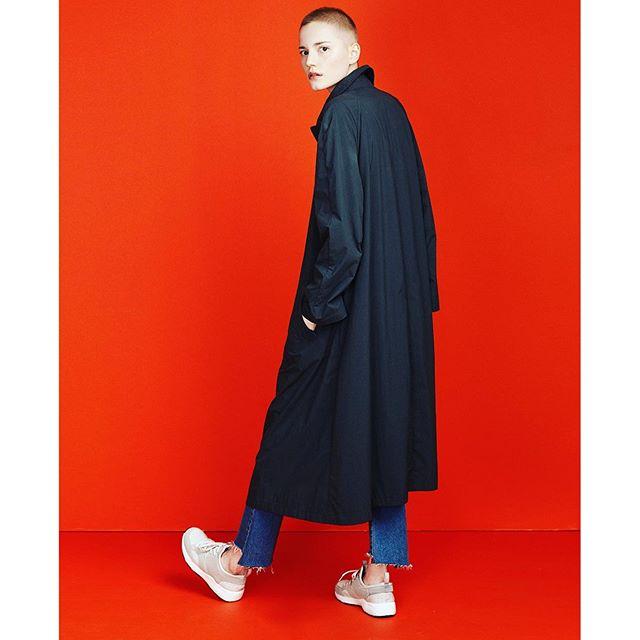 最近よく見る女性の坊主スタイル。あーかっこいい。ジェンダーレスは服だけじゃなく、その人自身にまで影響しているね。!...#lady#cool#fashion