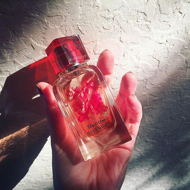 久々にこの香りを付けたら、春にピッタリ.♡@givenchybeauty_japan 季節によっても香水を変えたくなったなぁ...#pafume #givenchy #bloom#spring #香水