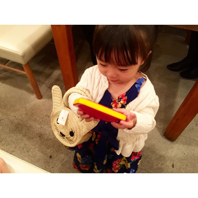 とってもとっても可愛いお姫様、山下莉子ちゃんの2歳のお誕生日会をやってきた。♡プレゼントであげた、@gapkids のウサギのBagがとってもとっても似合って嬉しい〜〜〜幸せな時間だったなぁ。♡