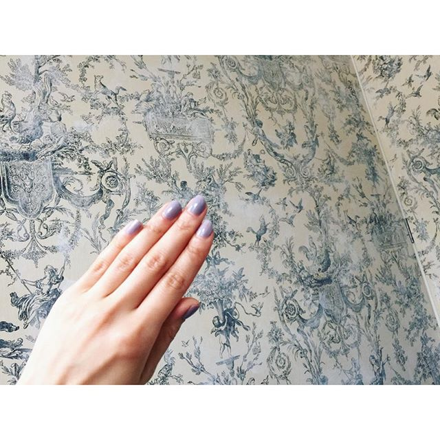 スタジオの壁と、今日のネイルもとっても可愛いSpring〜〜〜♡...#ナチュラン#shooting#nail#spring