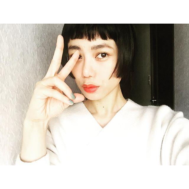 今日はオーディションなのでとってもシンプル。️...#IZUMIsfashion #ootd #hair#makeup #lip#spring