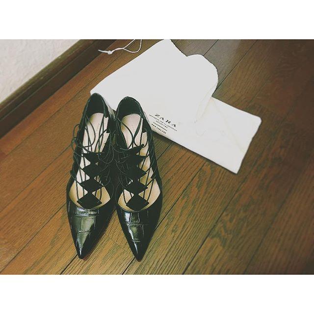 普段パンプスはほとんど履かないんだけど、今年は履いていきたいなぁ.♡@zara ...#IZUMIsfashion #shoes#heel#zara#black