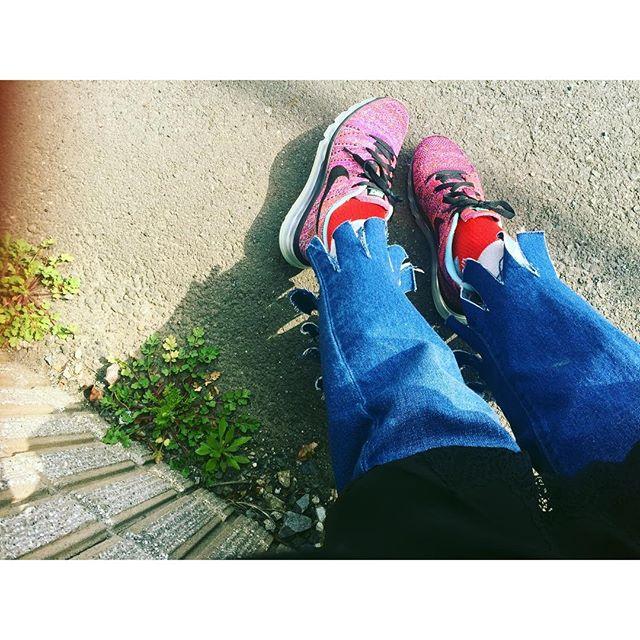 カット︎したdenimが、タコさんみたいになってきた!笑♡...#IZUMIsfashion #ootd #outfit #denim #nikewoman #gvgv #socks