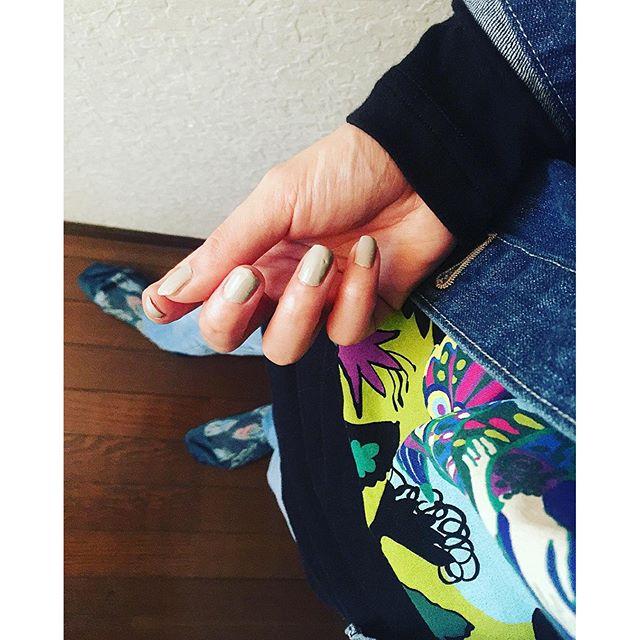 nail塗るの下手くそだ@chanelofficial 、、、#IZUMIsfashion #ootd #nail #chanel