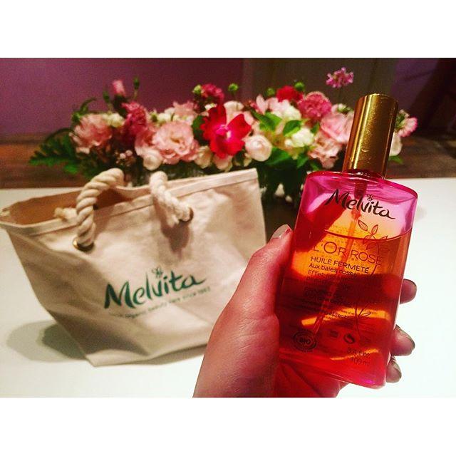 フレッシュな香りでお肌もすべすべになるし、セルライト解消までしてくれる最高なオイルお風呂後のマッサージにいいオイルをちょうど探していたから出逢えて本当に嬉しい!!!♡、、、#melvita #oil#ピンクのオイル