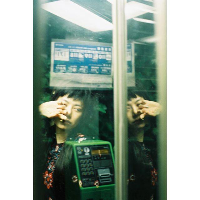 昔は当たり前だった公衆電話。今になるとまた昔の物もよかったり。@shunsaku_hirai @masahirokitamura0511 @izuuumixxx