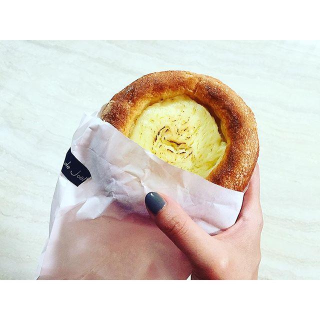 今朝食べたクリームチーズパン。オーブンで再度カリッとって本当美味しいよね♡!!!、、、#bread #morning#lepain #newoman