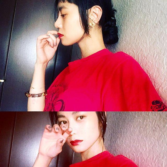今年はTシャツが気分。♡これは古着屋で¥2,000くらい。可愛いTシャツ集めたいな!♡、、、#IZUMIsfashion #IZMAKE #tshirt #red #hair #make #self #lip #only #summer